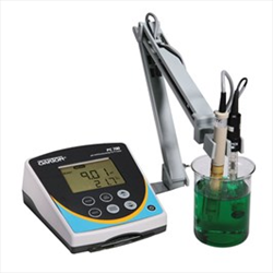 Benchtop Meter with pH Electrode WD-35413-00 pH/Con 700 Oakton
